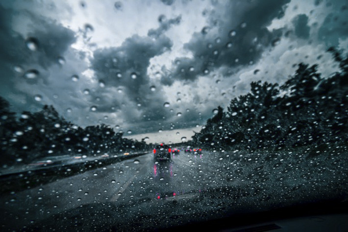 dramatic-sky-while-driving