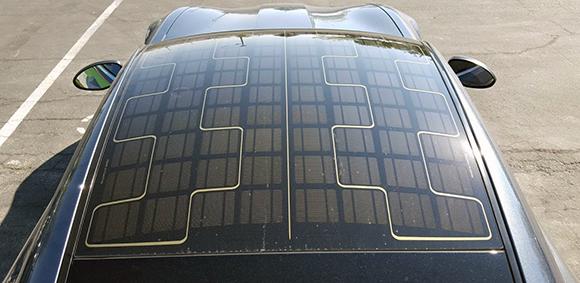 Lee más sobre el artículo ¿Cuántos kilómetros podría aportar a un vehículo eléctrico un techo solar fotovoltaico?